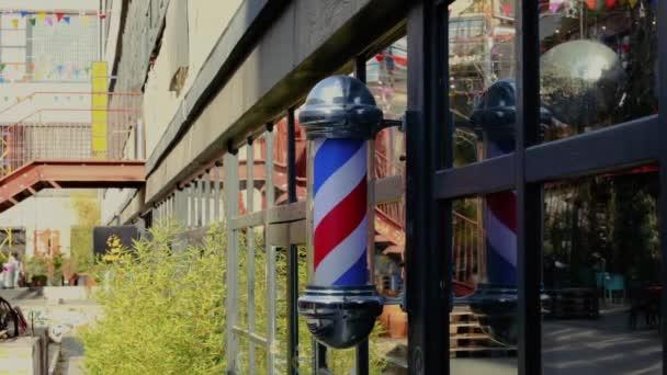 forgó kék fehér és piros szimbóluma a borbély bolt