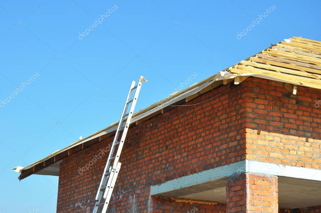 Construcción de techos. Techo de madera marco de construcción de ...