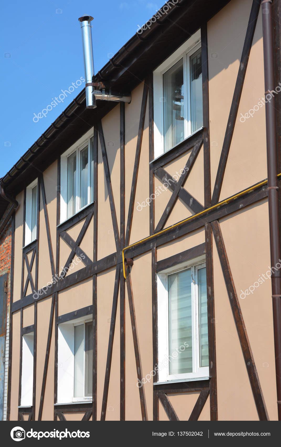 Construcción de casas de entramado de madera. Estructura de madera y ...