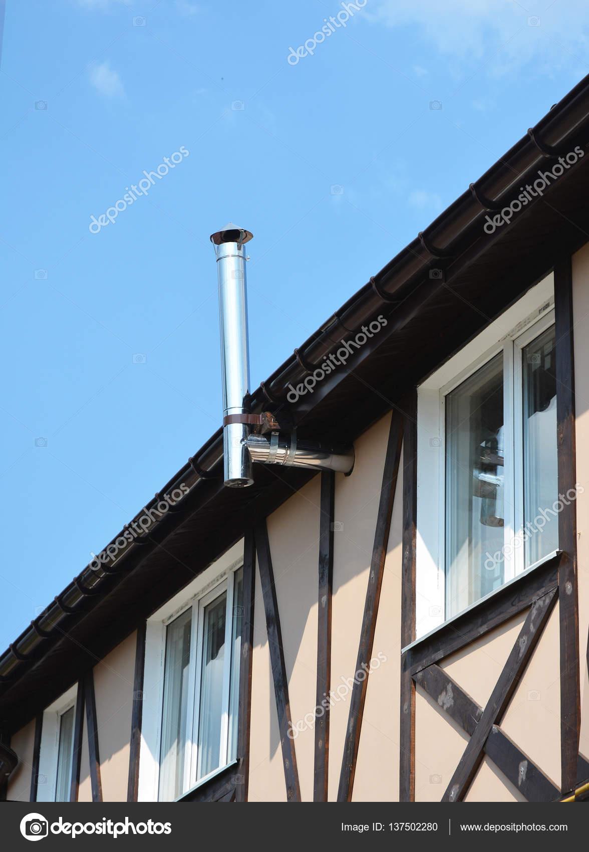 Nueva construcción casa de entramado de madera. Estructura de madera ...