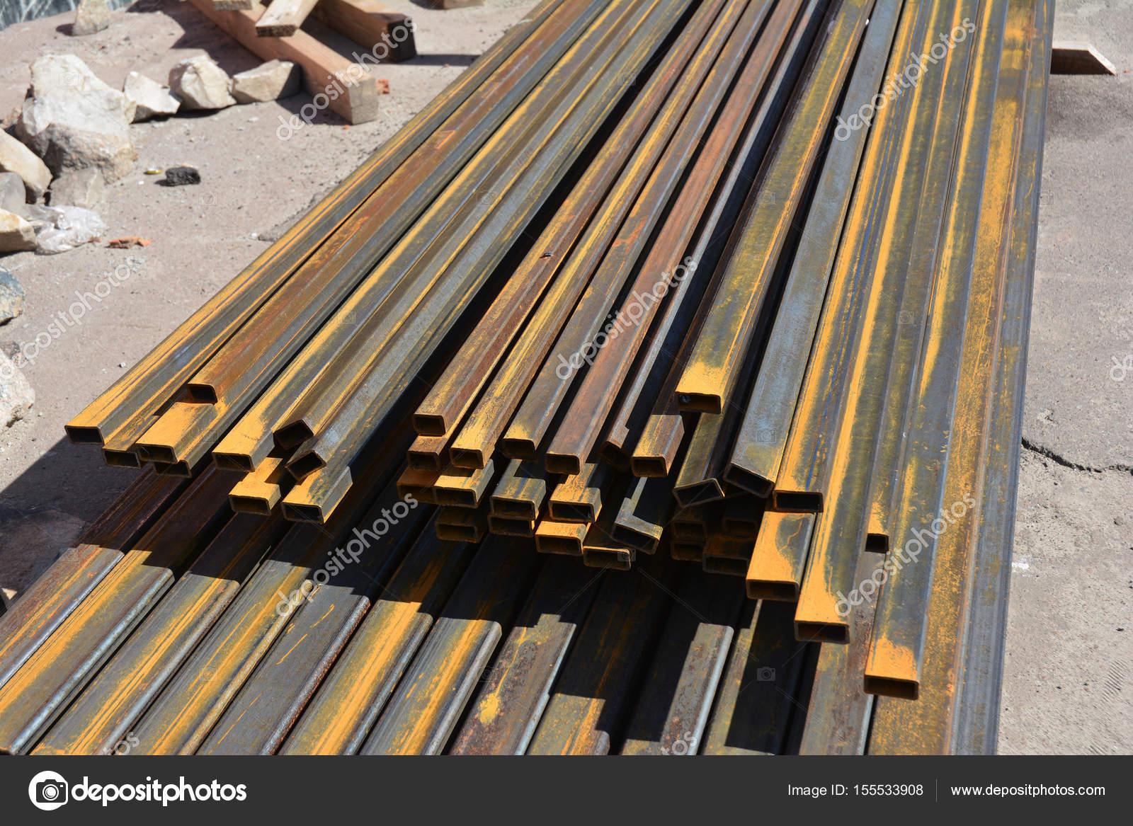 Roestvrij stalen balken ijzeren staaf op huis bouwplaats buiten