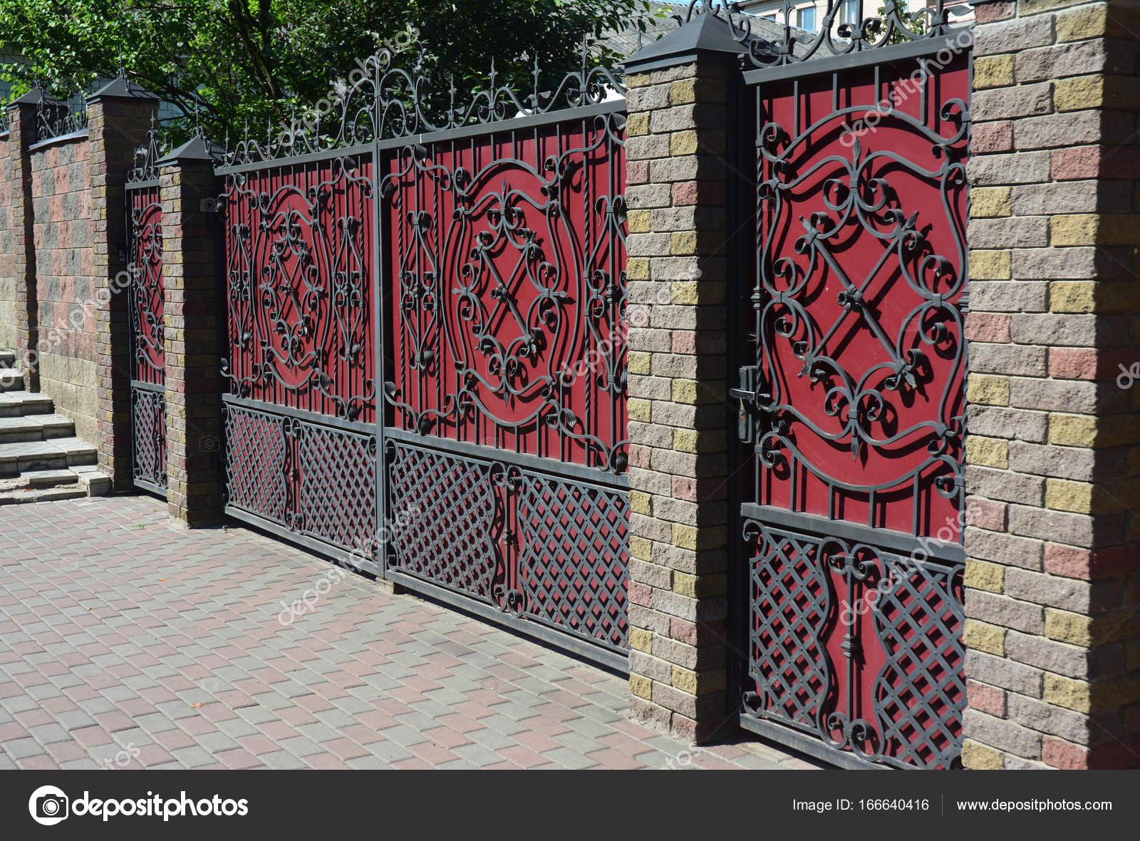 Stein Design Ziegel Und Metall Zaun Mit Tur Des Modernen Stil