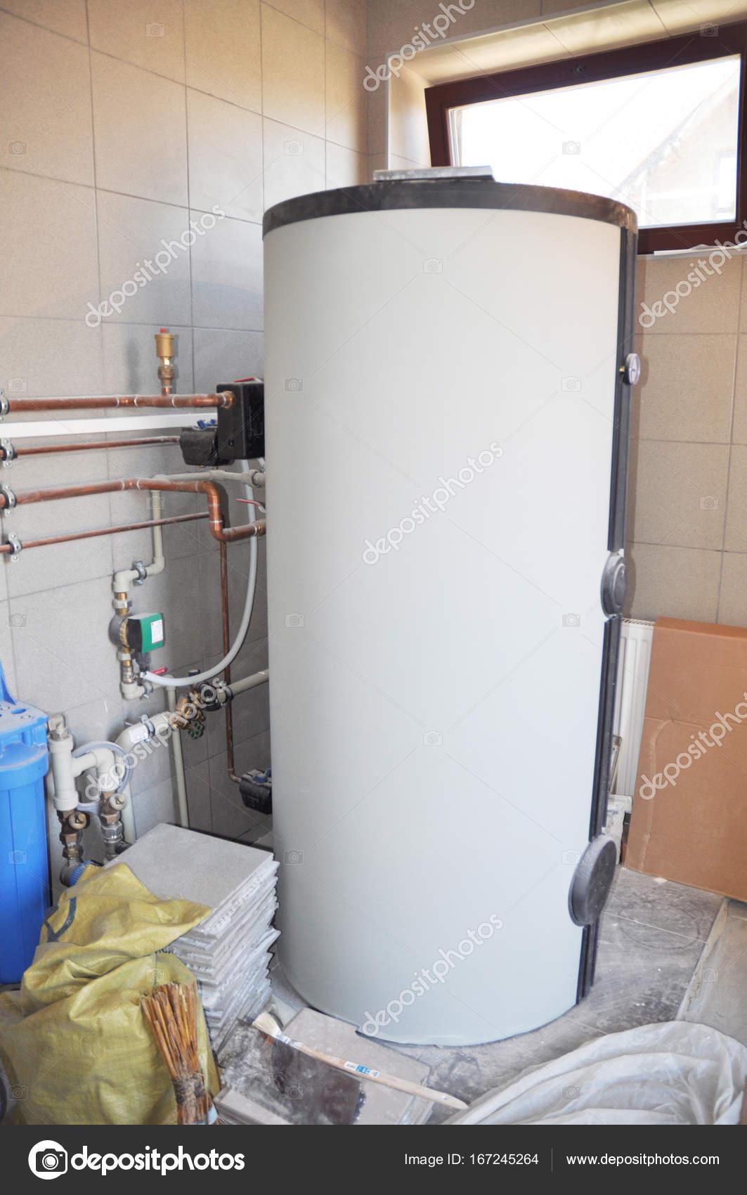 Warmwasser Boiler Heizungsanlage. Kondensierende Kessel ...