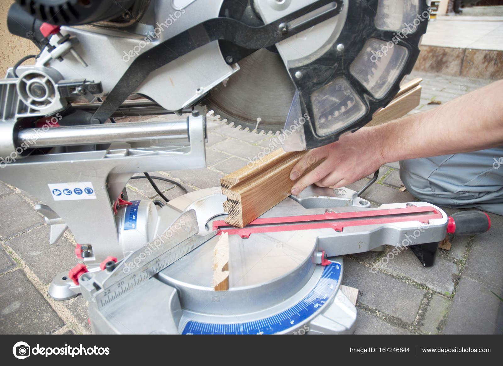 Fußbodenbelag Schneiden ~ Sockelleiste architrav auftragnehmer schneiden sockelleisten