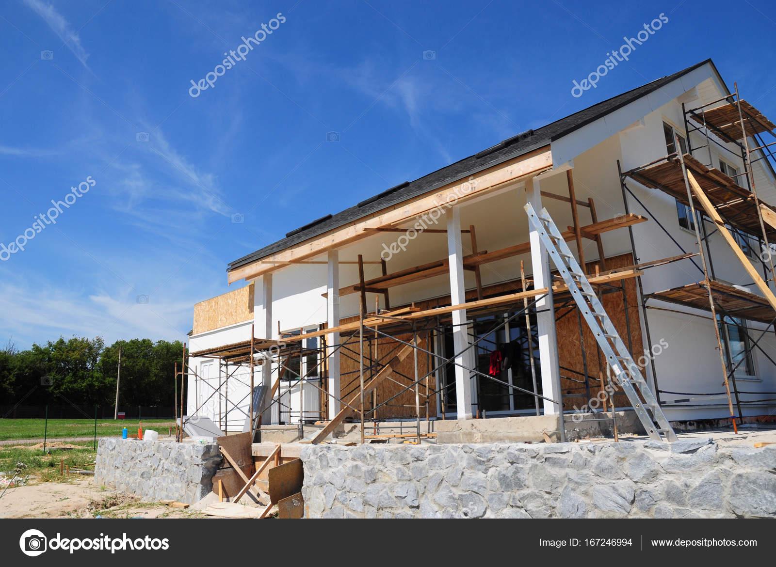 Rinnovare e riparare il muro di facciata di casa for Piani di casa all aperto