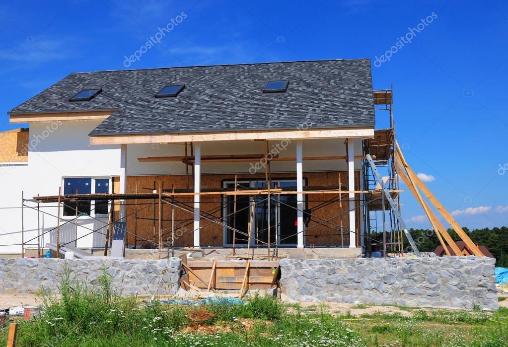 Costruzione di coperture costruzione di una casa con tetto di scandole di asfalto lucernari - Costruzione di una casa ...