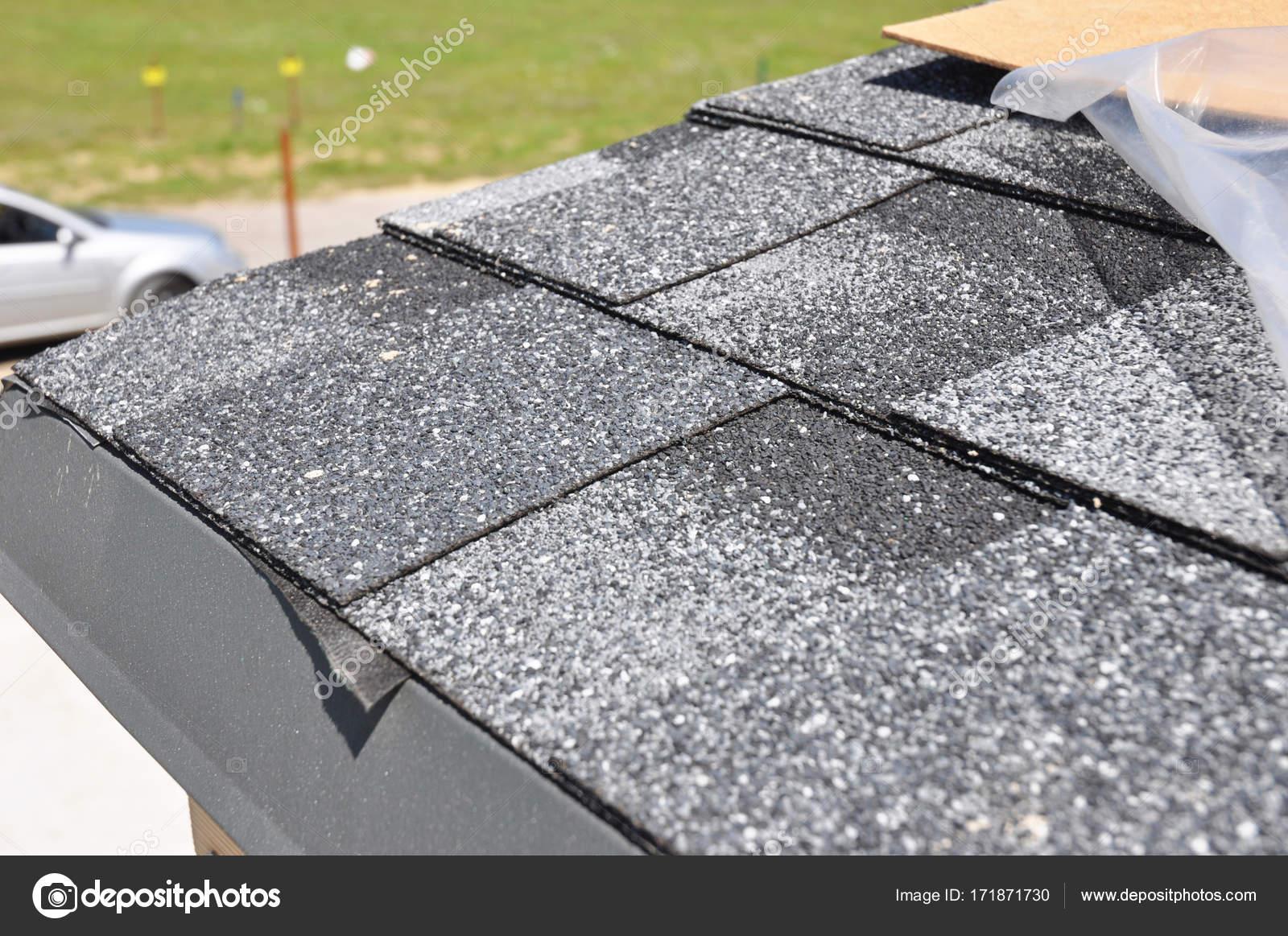 Asphalt Schindeln Dachanlage. Installieren Sie Asphalt Dachschindeln.  Dachschindeln   Dach Konstruktion U2014 Foto Von Thefutureis