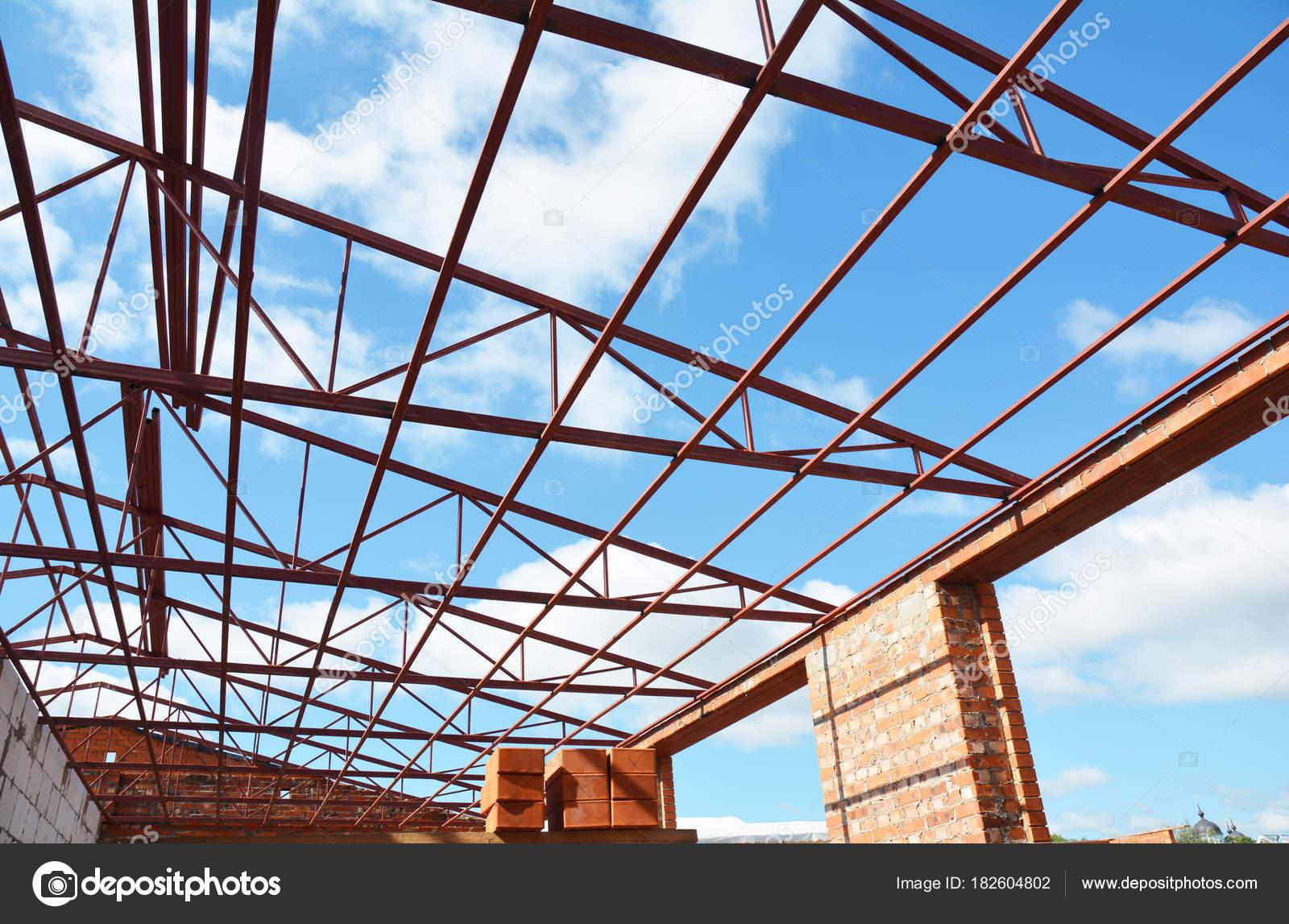 Stahl Dachstühle. Metalldach-Rahmenkonstruktion mit Stahldach ...