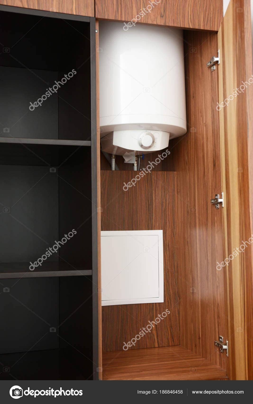 Nascondere la caldaia a condensazione in armadio caldaia - Caldaia per casa 3 piani ...