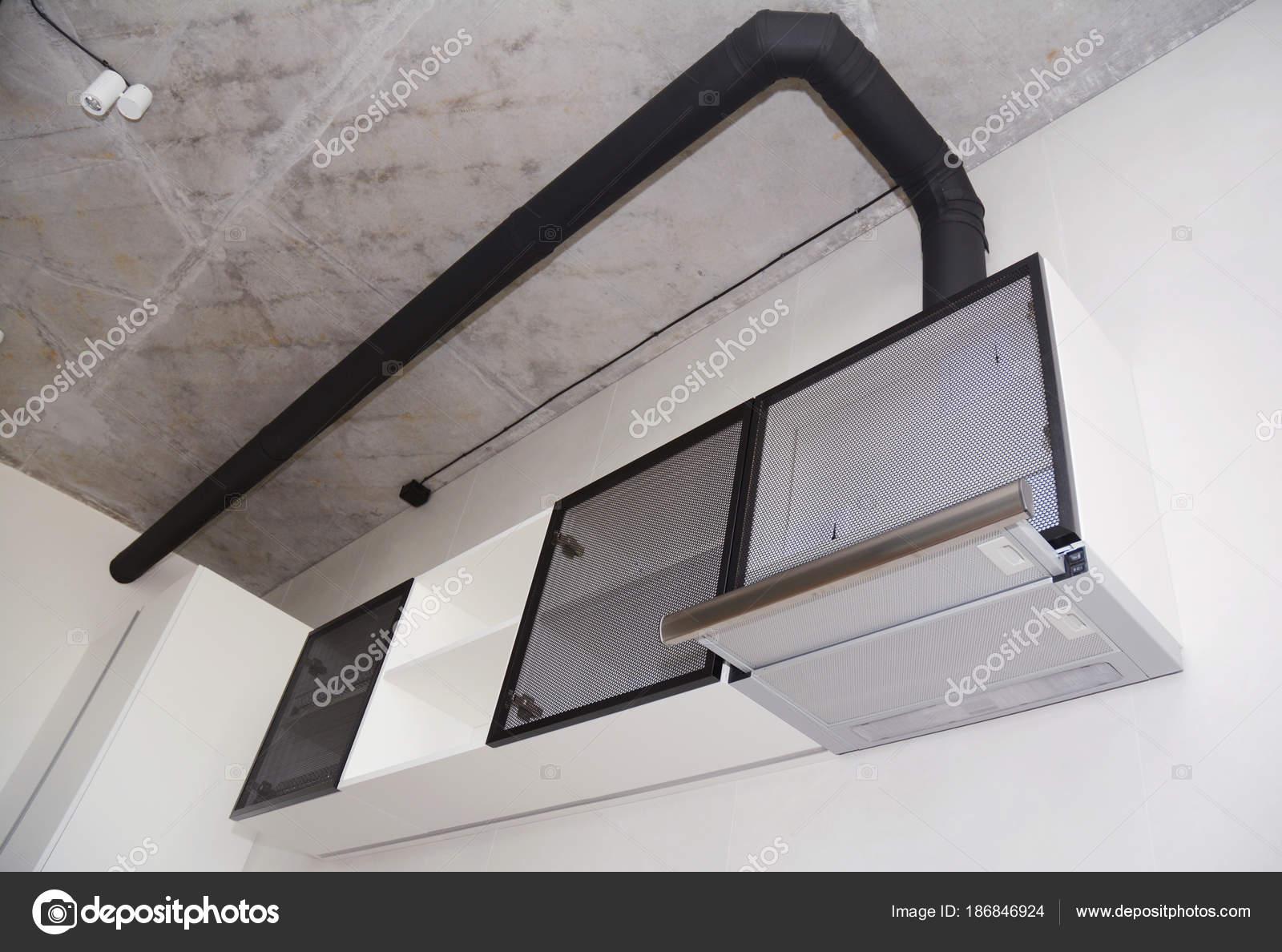Hotte Aspirante Tube se rapportant à gros plan sur le ventilateur de cuisine moderne aspirant ou hotte de