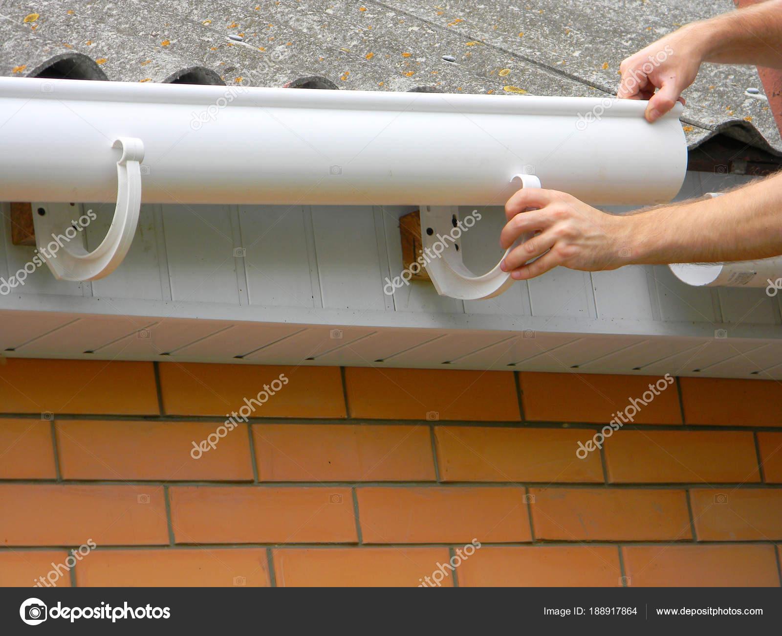 auftragnehmer installation kunststoff dachrinne. kunststoff