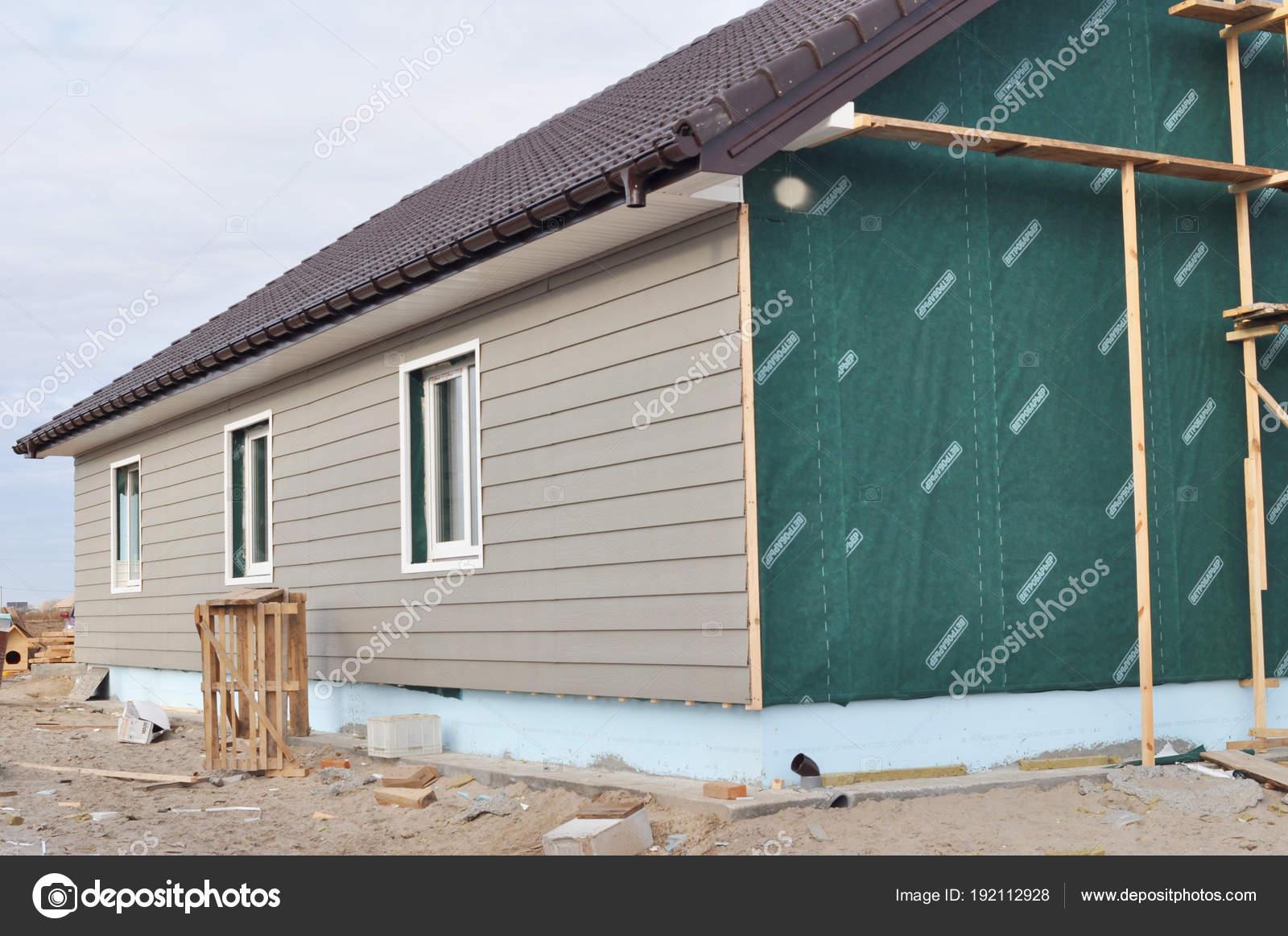 maison de construction avec isolation des murs membrane waterpfoof rev tement plastique. Black Bedroom Furniture Sets. Home Design Ideas