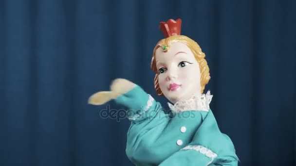 Maňáska princezna se objeví na scéně a to hip hop hnutí, modré pozadí