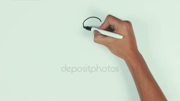 Az ember keze felhívni a felkiáltójel, fekete filctoll segítségével a faliújságot, és törölje