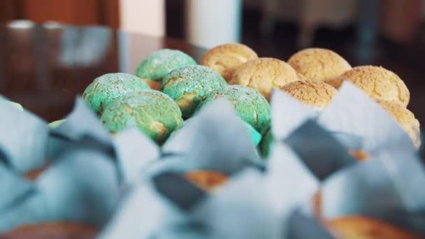 Dezert barevné pečení potravin na kuchyňském stole