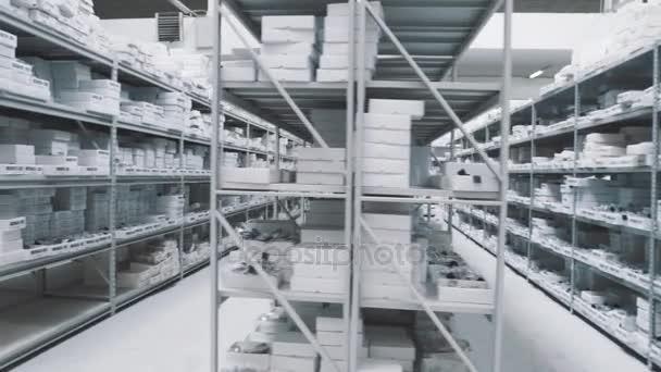 Világos repository esetek teljes fehér doboz, számok jegyekkel