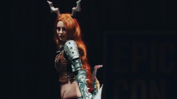 Petrohrad, Rusko - 20 května 2017: Cosplayer dívka zobrazeno anime archer charakter kostým na scéně festivalu