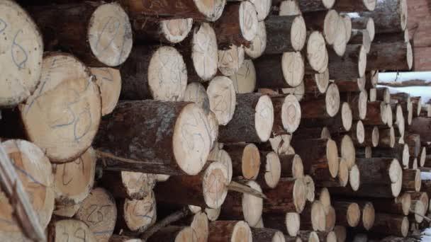 Dřevo zásobníku s čísly značek na dřevěné části