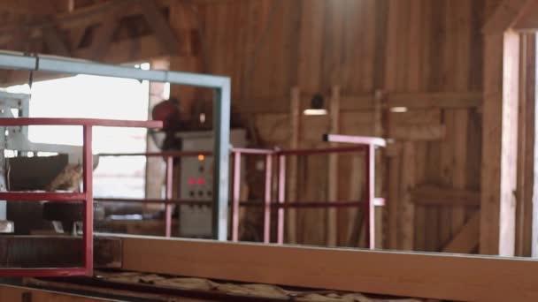 Dřevěné části stroje řezací špalky dřeva prkno, válcování kovových válců