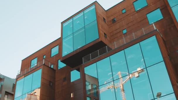 moderner Stil Bürogebäude Spiegelglasfenster