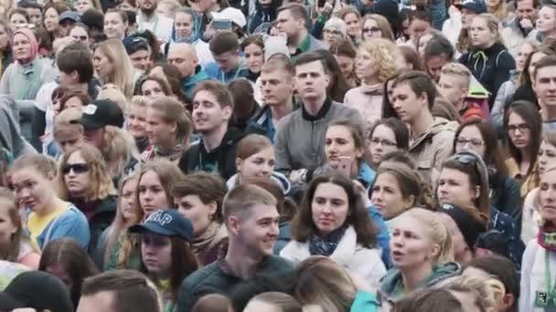 Masové dav na hudební festival pohled ze scény
