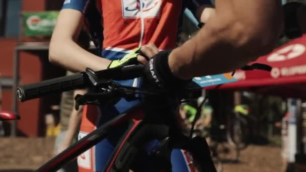 Číslo sportovce popruhy na jízdního kola v sportive závodu
