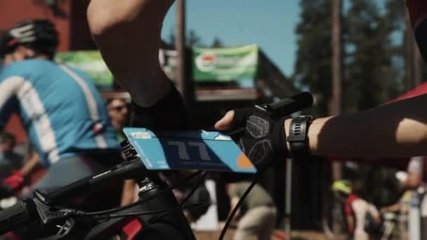 Číslo popruhy sportovec na jízdního kola v sportive závodu