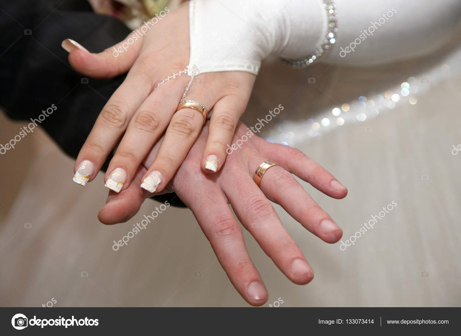 bride and groom show their hands wearing wedding rings — Stock Photo ...