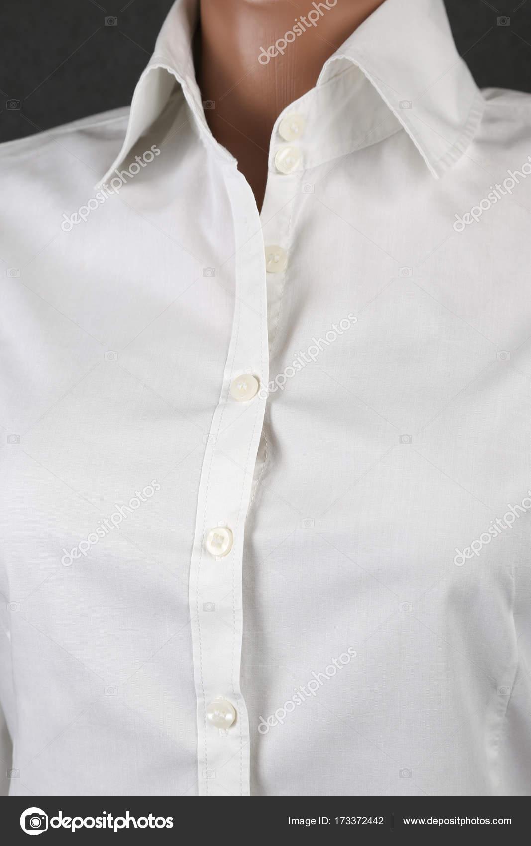 1f913e537ea692 camicia bianca classica donna su sfondo grigio — Foto Stock ...