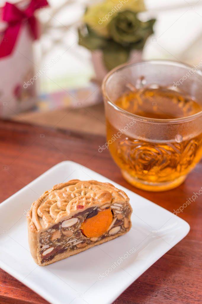 Mond-Kuchen und Tee — Stockfoto © stockphototrends #130427940