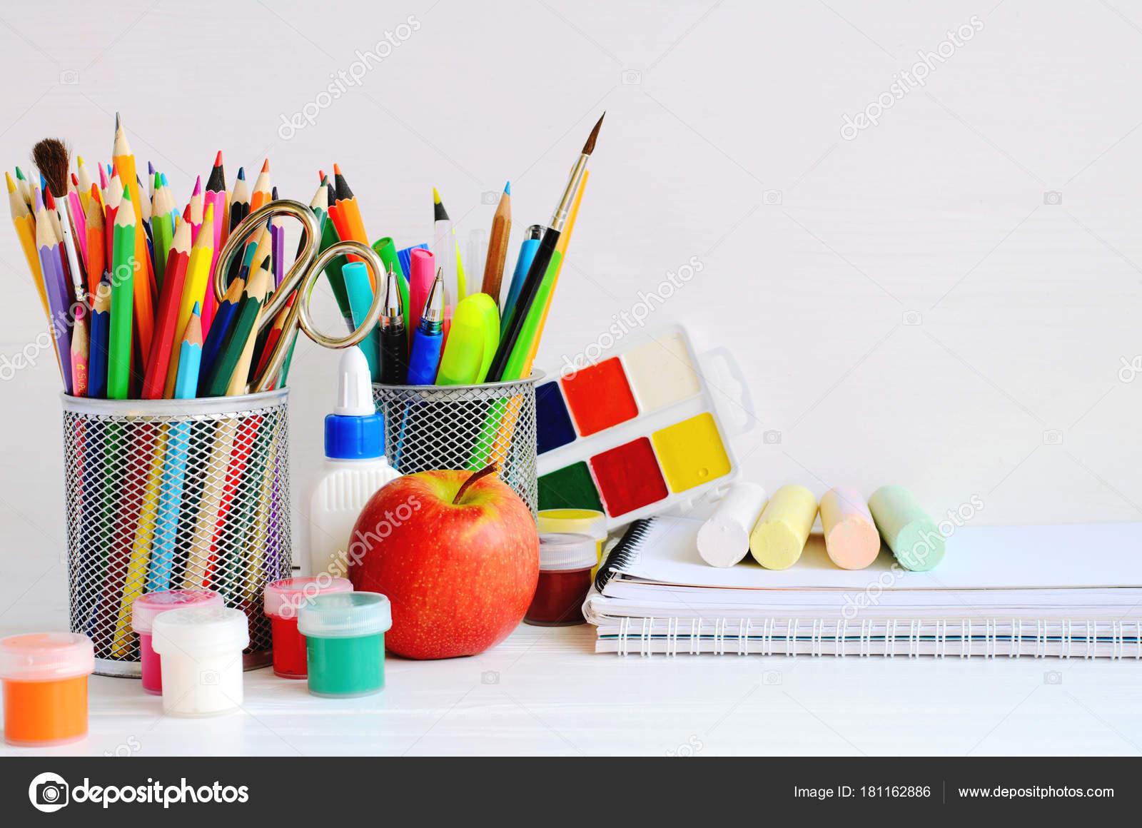 Ensemble de fournitures de bureau de lécole décriture créative et