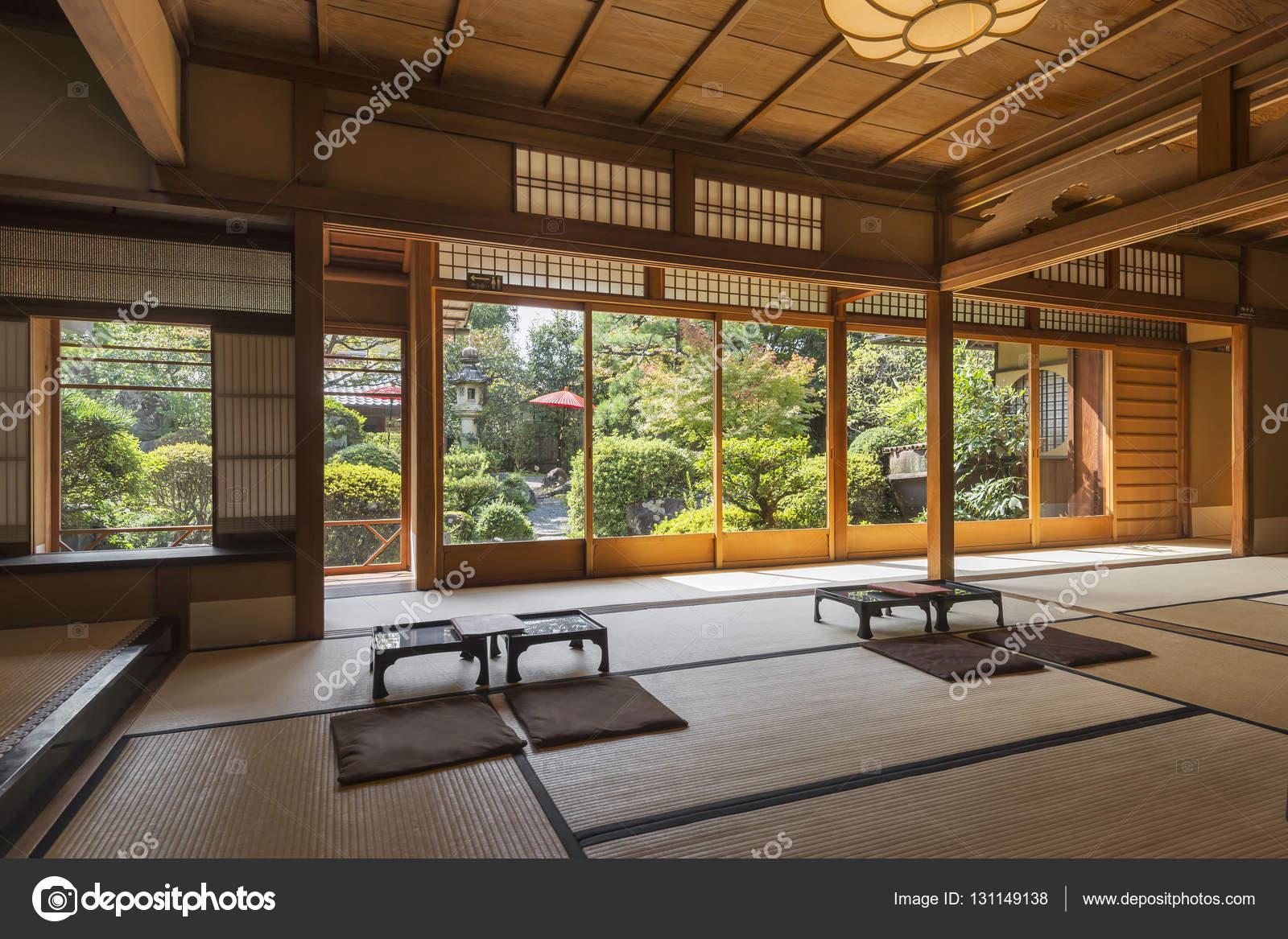intrieur dune tranditional japonais th et dessert maison avec jardin zen kyoto japon image de tapanuth
