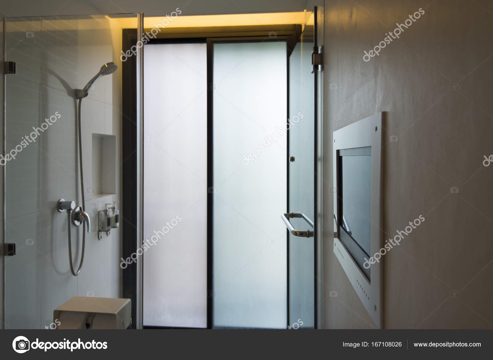 Salle De Bain Avec Tele ~ salle de bains moderne avec cran de t l vision photographie