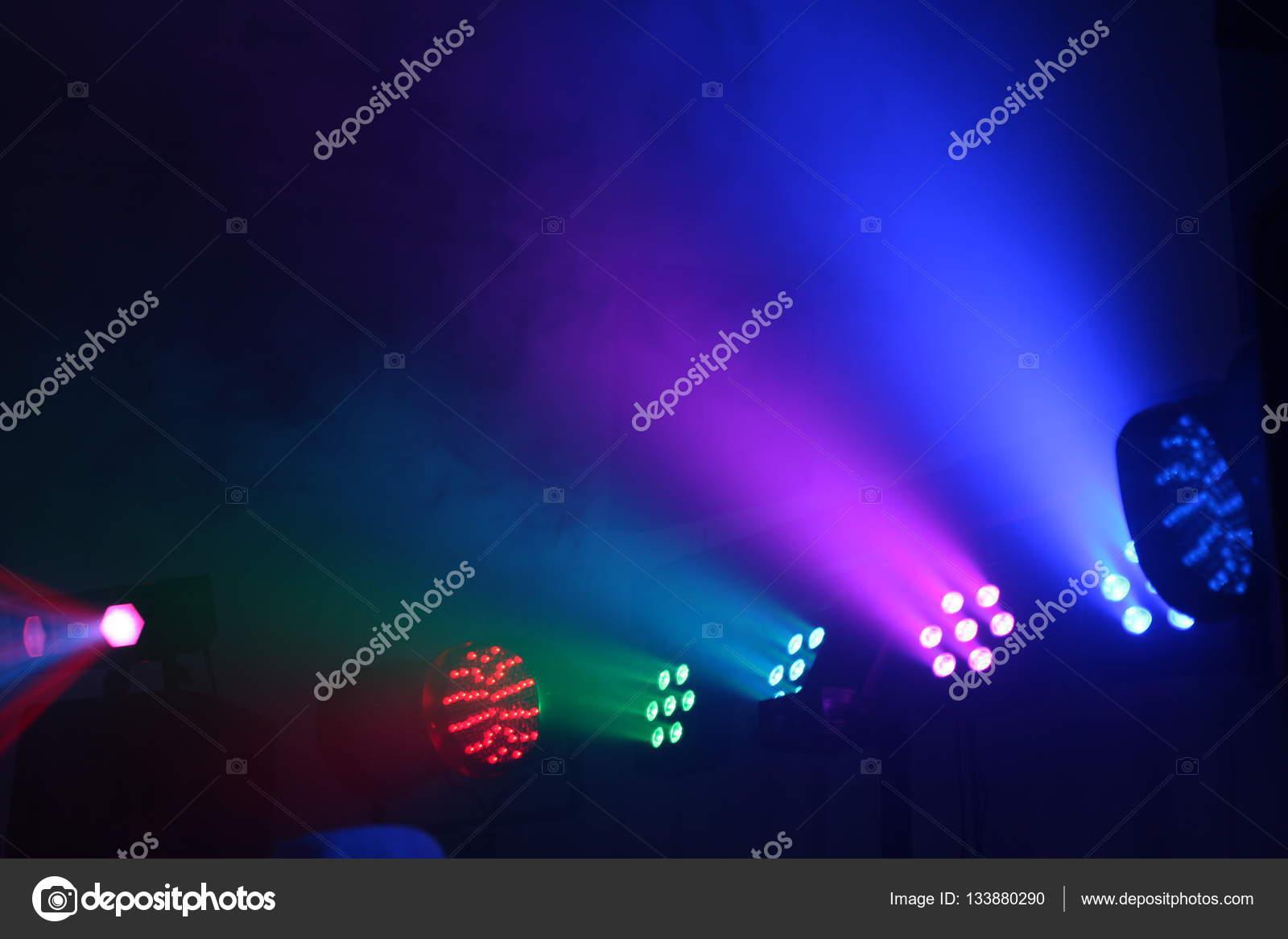 https://st3.depositphotos.com/5278827/13388/i/1600/depositphotos_133880290-stockafbeelding-laser-verlichting-fase-lichten-en.jpg