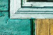 alte Vintage-Holzstruktur. Farbe grün, gelb, blaue Wand. Risse in der Farbe. Grunge farbigen Hintergrund für das Design. Archivbild