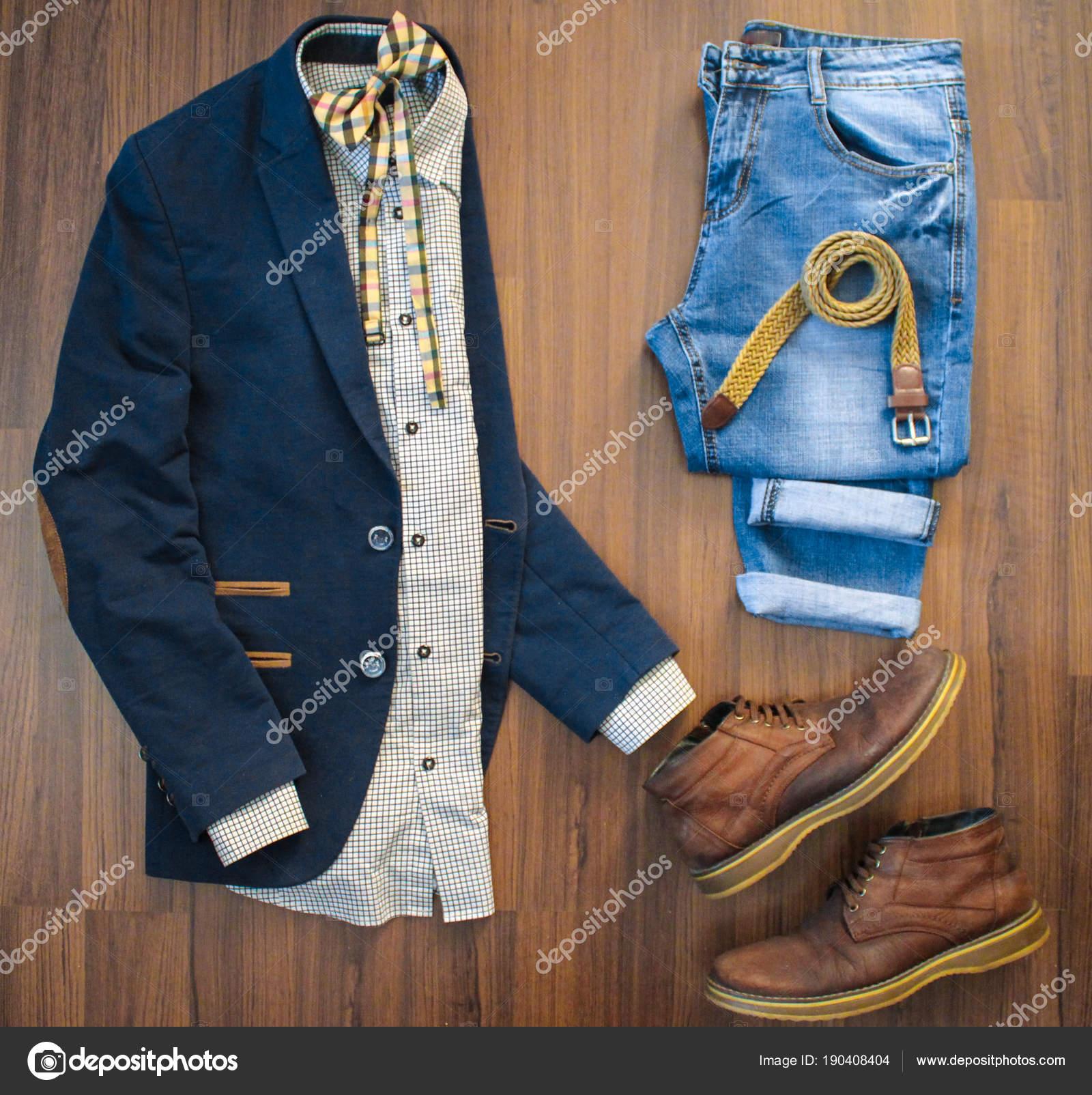 b4f3025b454a8 Plana se pone de ropa casual para hombre conjunto como traje azul con  parches