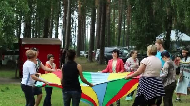 russland, nowosibirsk, 25. august 2016. Firmenparty im Freien.
