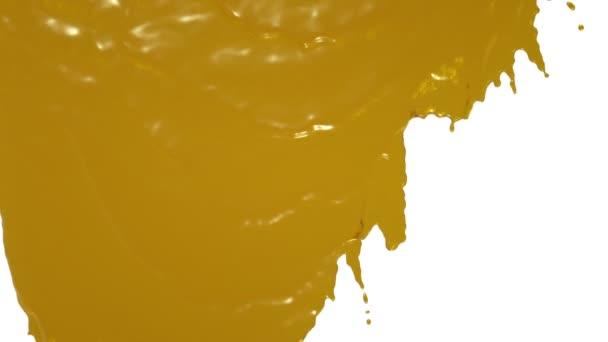 Gelbe Farbe fließt in Zeitlupe herunter. Saft