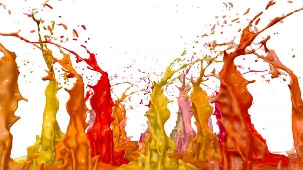 Barvy tanec s zpomalení času na bílém pozadí. Simulace 3d postříkání inkoustu na hudební reproduktory, které hrají hudbu. Stříkance jako světlé pozadí v ultra vysoce kvalitní 4k. odstíny červené 7