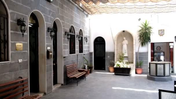 Damašek, Sýrie, září 2013: Vstup do křesťanského kostela v starého Damašku