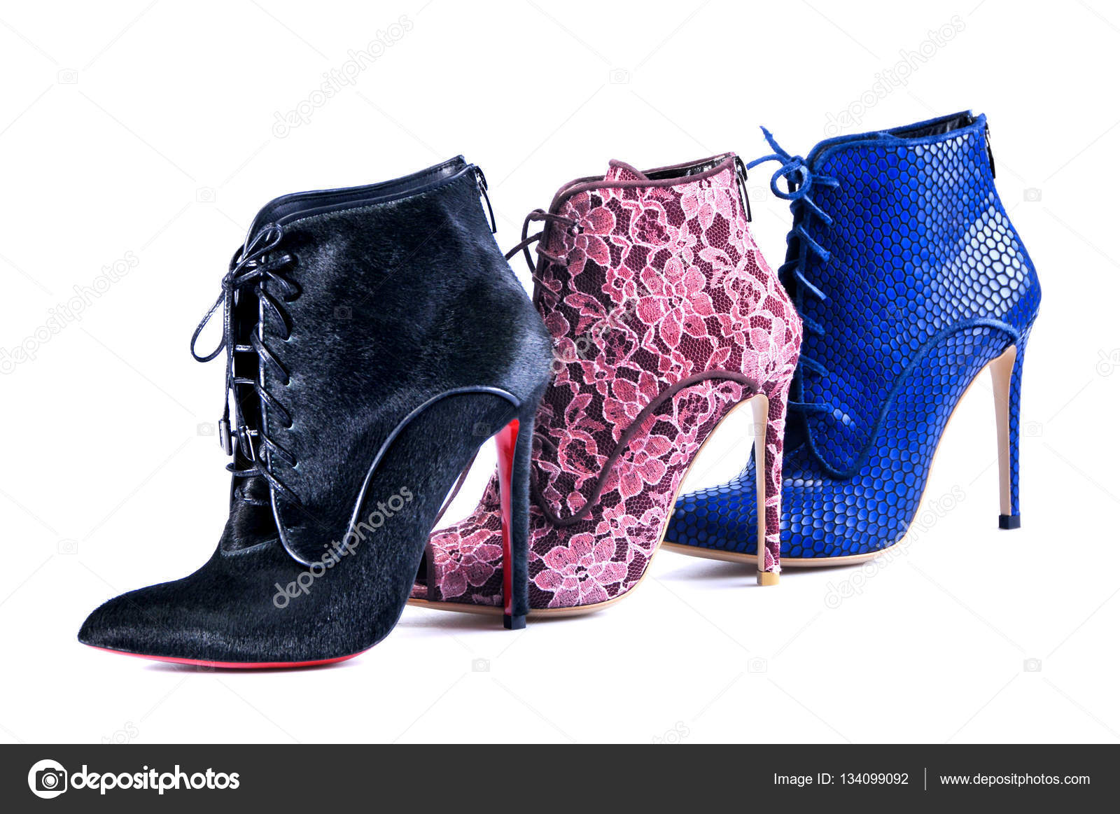 13c8671699 Σέξι Γυναικεία παπούτσια σε λευκό φόντο. Φωτεινό δαντέλα μπλε ...
