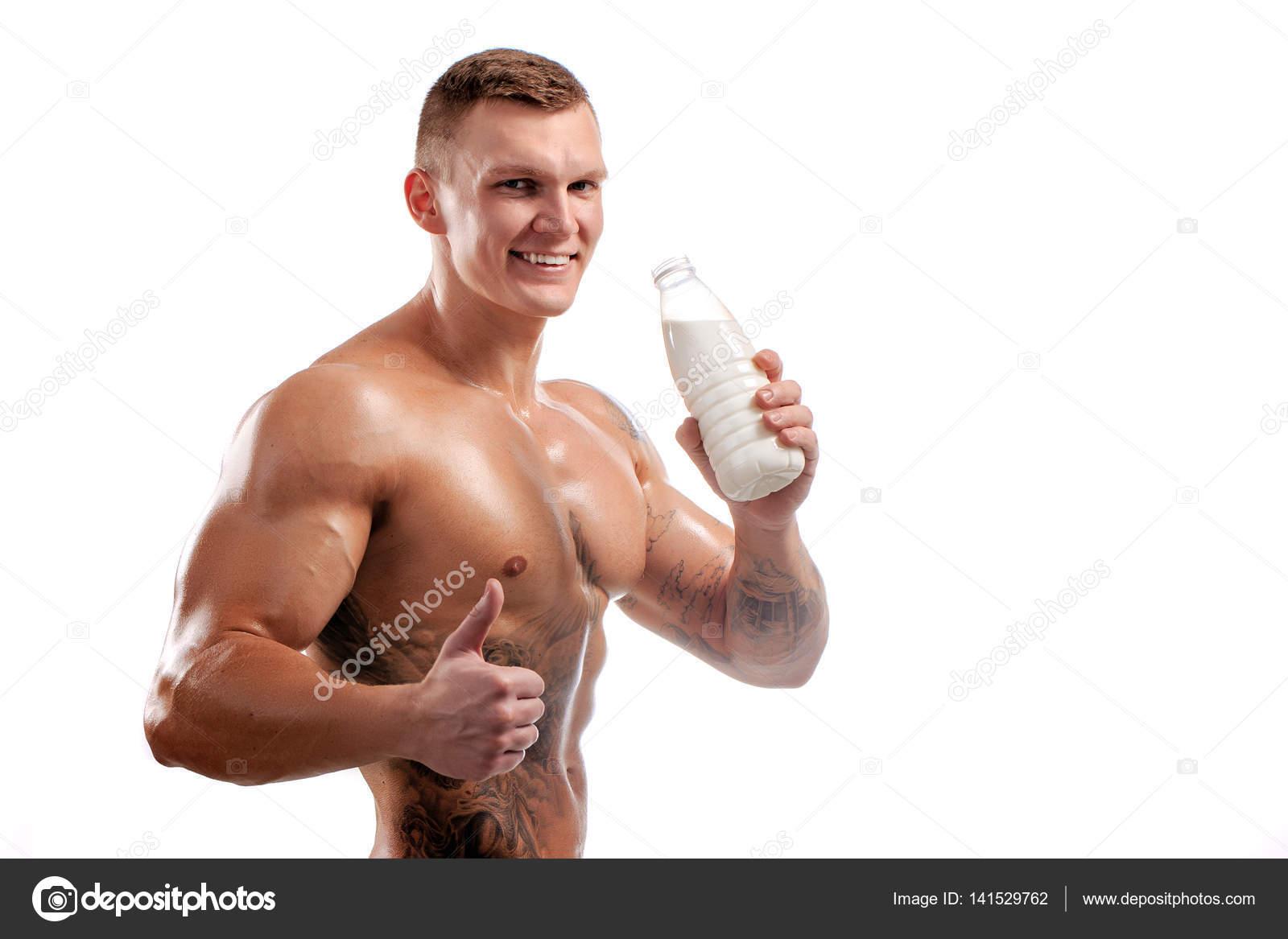 bouteille de lait dans les mains du sportif homme en bonne sant tatouage photographie. Black Bedroom Furniture Sets. Home Design Ideas