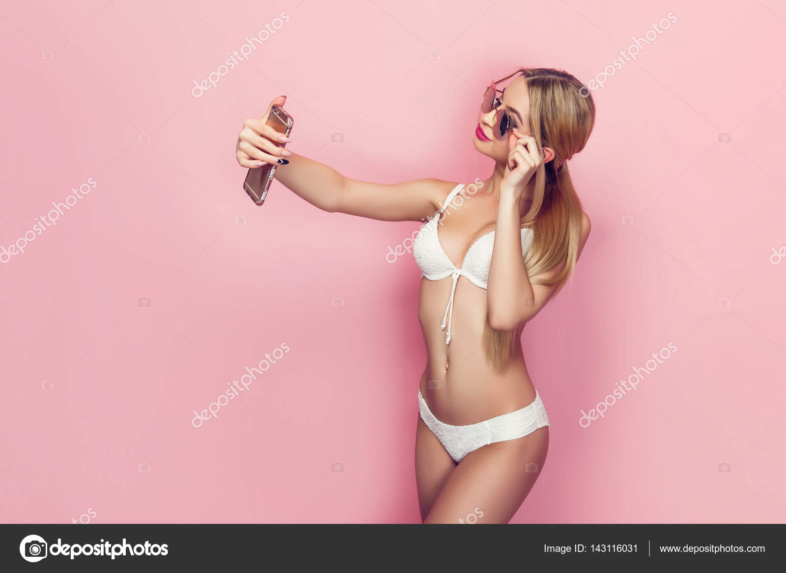 frau dessous selfie