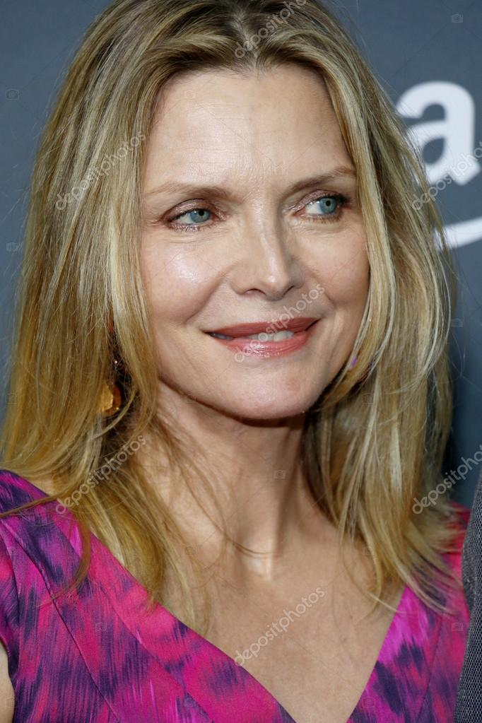 actress michelle pfeiffer stock editorial photo popularimages
