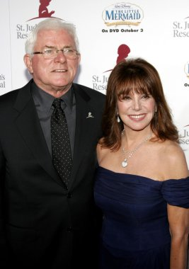 Marlo Thomas, Phil Donahue