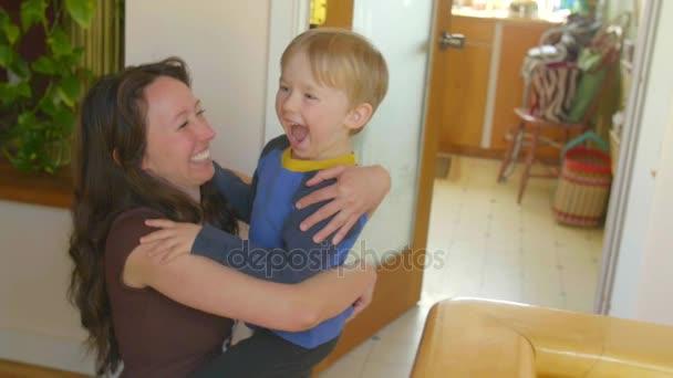 anya és fia, szórakozás
