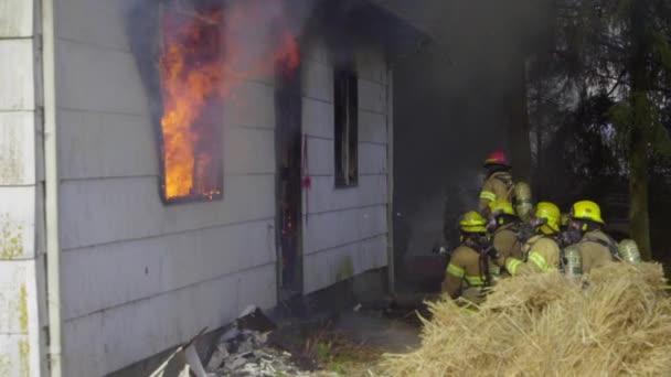 Obrovské plameny v domě