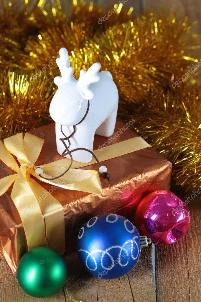 Goldene Weihnachten Hintergrund de fokussierten Scheinwerfer mit ...