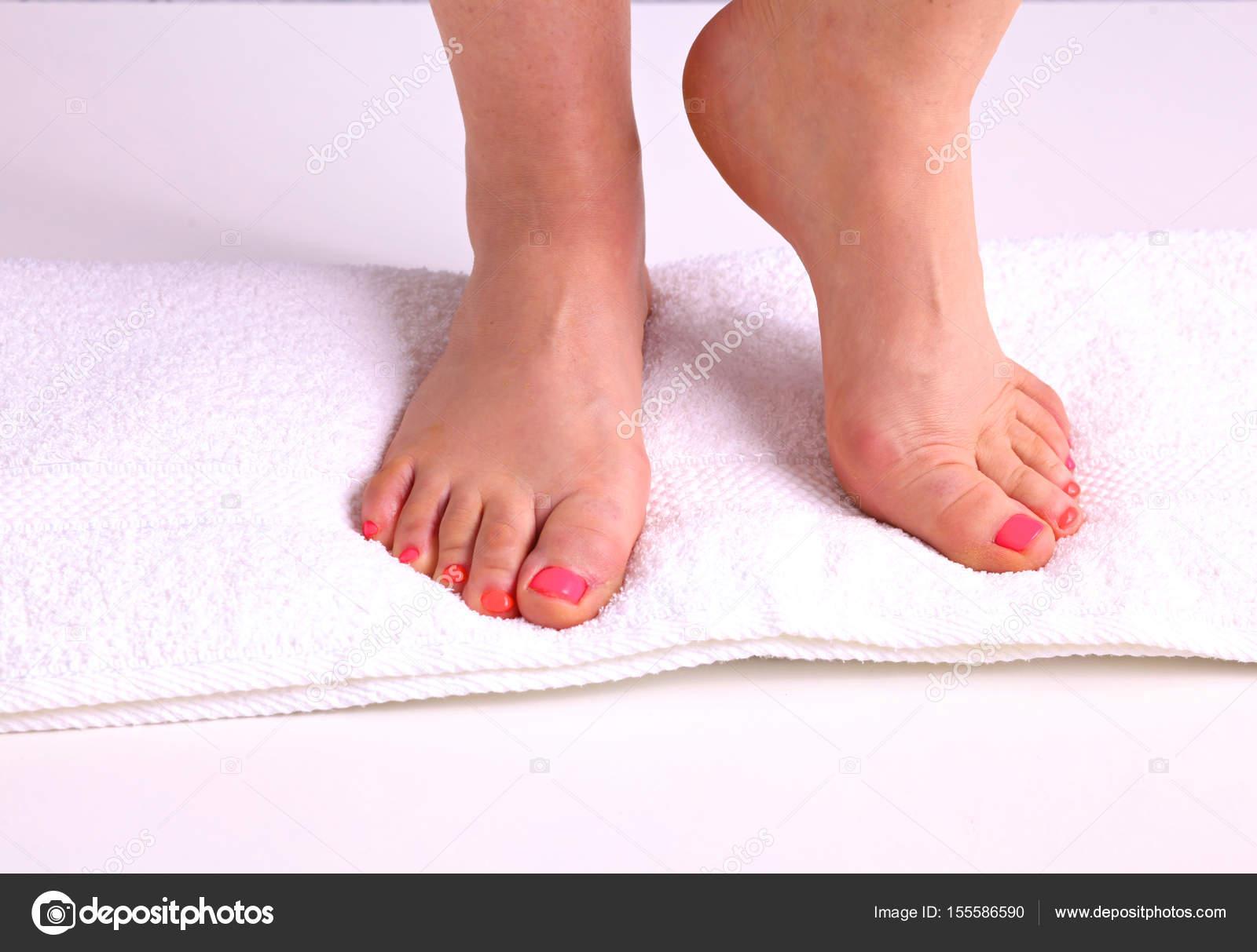 Красивые женские ноги-фото крупным планом #13