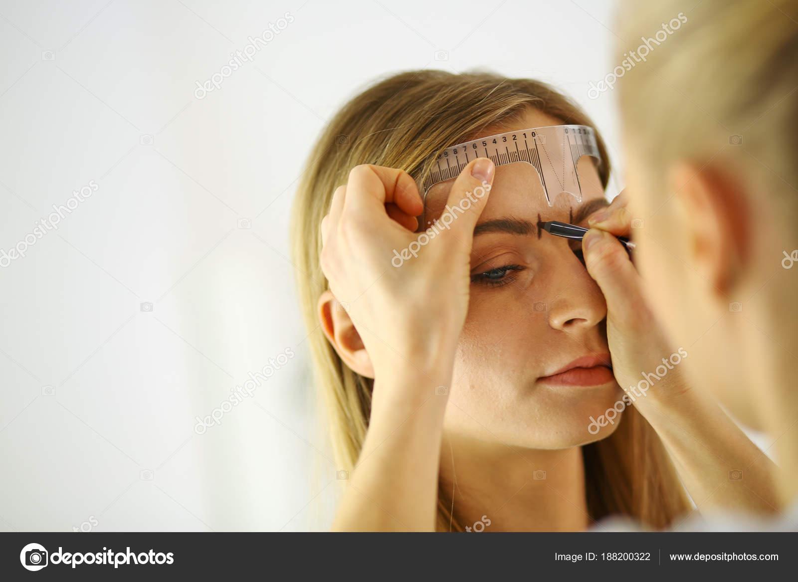Maquillage Permanent Pour Les Sourcils Belle Femme Avec Des